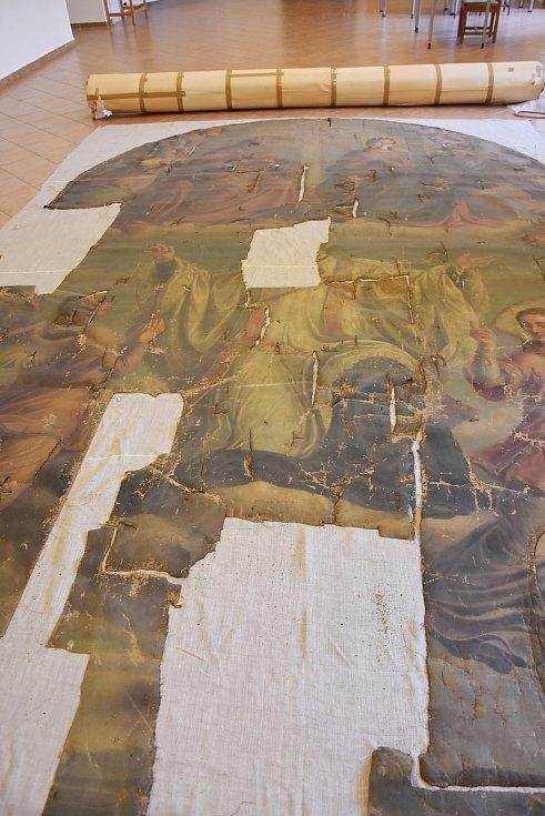 Oltářní obraz dosahuje délky téměř šesti metrů a šířka přesahuje tři metry. Je výrazně poničený.