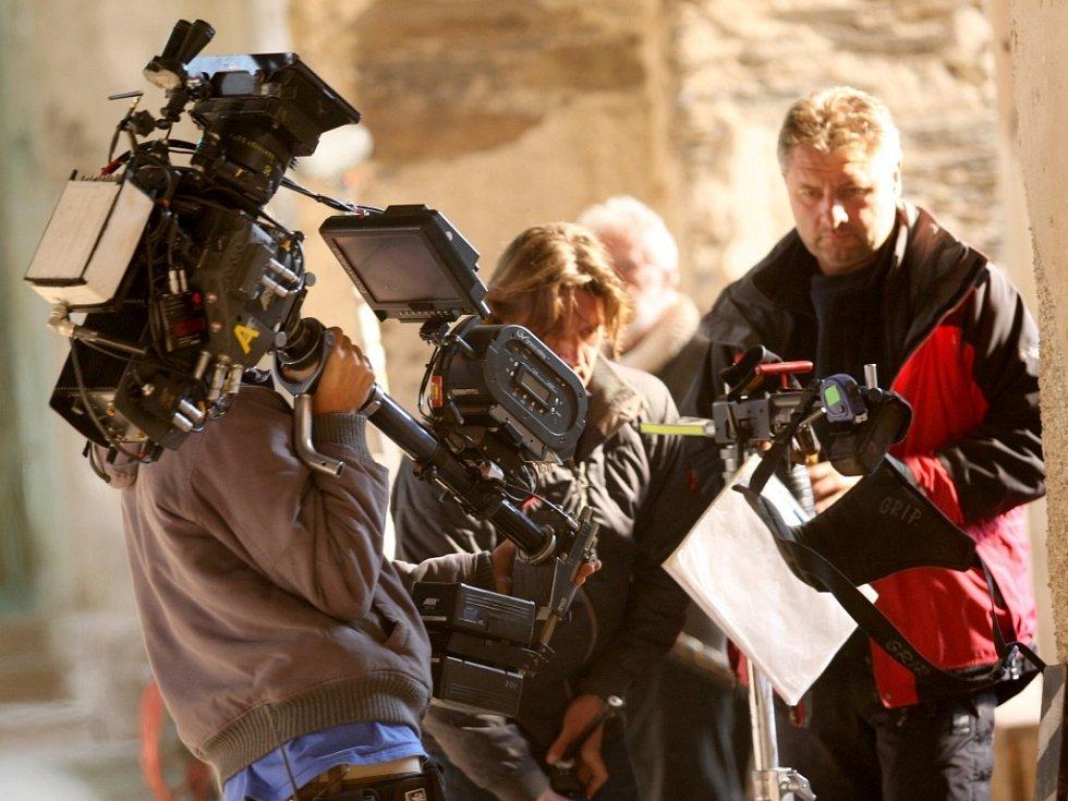 Na dva dny obsadili filmaři kostel ve Výsluní na Chomutovsku, kde štáb německo-francouzsko-španělské koprodukce natáčí historický velkofilm Jindřich IV. Navarrský.