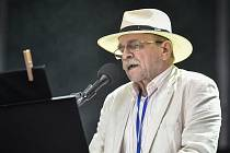 V zooparku zazpívá Jaroslav Uhlíř.