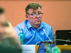 Předseda Nového Severu Karel Lipmann na zasedání zastupitelstva.