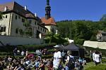 Festival nezávislého umění pÁRTy ve Františkánu opět rozproudil život v zahradách kadaňského kláštera.