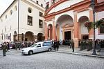 Poslední rozloučení s Martinem Marcinem v kostele sv. Ignáce v Chomutově