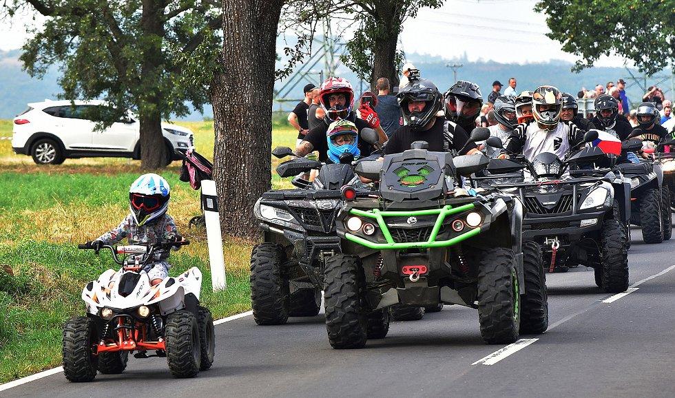 Motosraz v Polákách u Nechranické přehrady v roce 2020