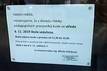Upozornění, že bude ve středu 6. listopadu škola zavřená, četli rodiče jirkovské Základní školy Budovatelů s nevolí. Na rozdíl od jiných bude školákům alespoň vydávat obědy.