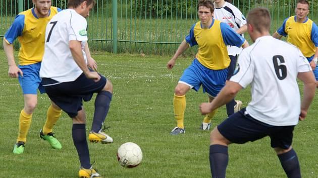 Krajské fotbalové soutěže se pomalu chýlí ke svému konci. Snímek je z utkání Březenecká - Černovice.