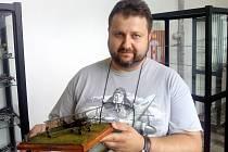 Plastikový modelář Zdeněk Scheffel.