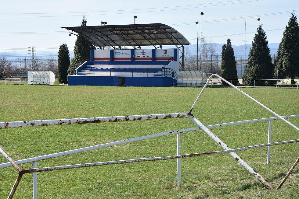 Fotbalové hřiště v Málkově.