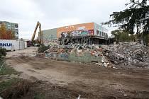Demolice objektu bývalého kina Evropa v Chomutově. 2012.