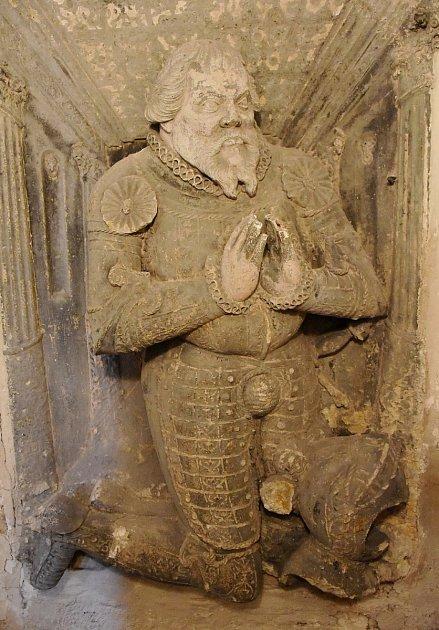 Renesanční náhrobek vpodobě klečícího rytíře.