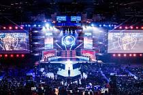 TO NENÍ KONCERT Metallicy, to je šampionát nejlepších týmů v počítačových hrách Intel Extreme Masters. Ano, profesionální Esport turnaje dnes dokáží vyprodat obrovské sportovní haly.