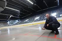 Stavba zimního stadionu vareálu centrum sportu a volného času na místě někdejších vojenských kasáren vChomutově.