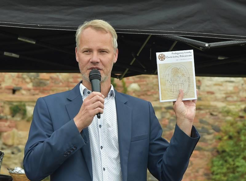 S myšlenkou vytvořit na zámku Pětipsy expozici věnovanou Sámově říši přišel místostarosta Kadaně Jan Losenický, který je také místostarostou v Kadani a dnes i členem spolku Via Levamente.