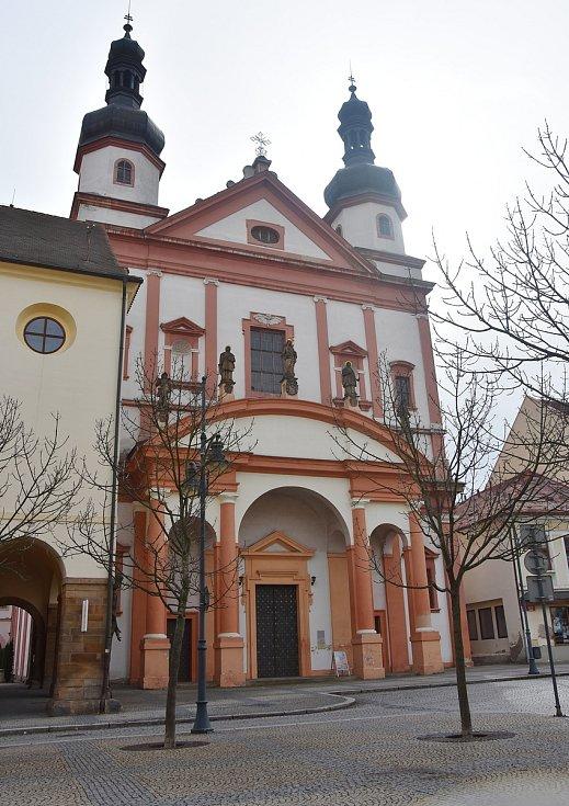 Kostel sv. Ignáce z Loyoly na náměstí 1. máje v Chomutově.