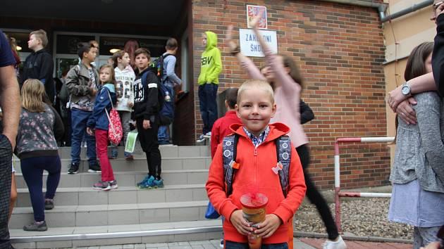 První školní den prožil i Patrik Kovařík, který nastoupil na základní školu Na Příkopech v Chomutově
