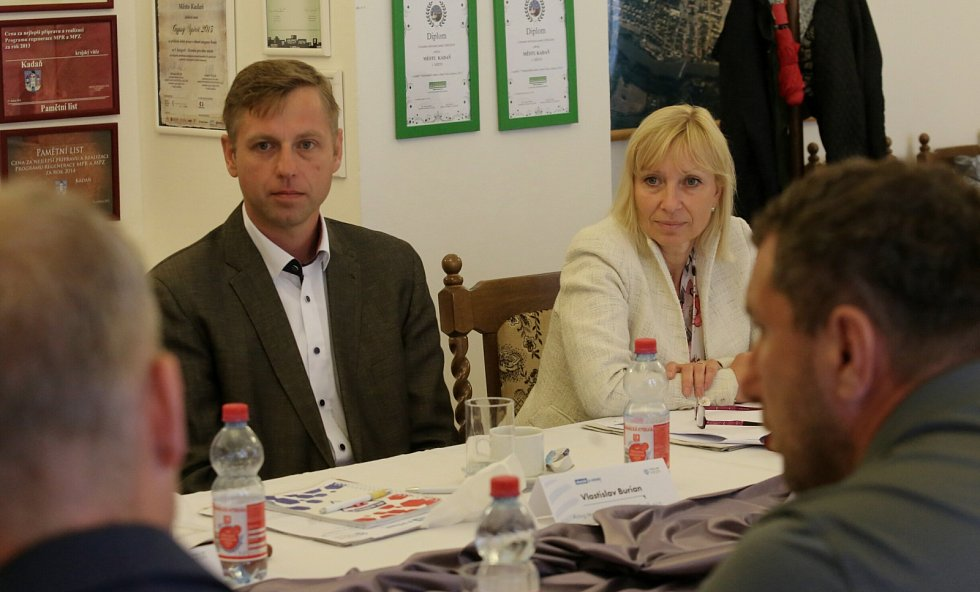 Vlastimil Burian, manažer společnosti Toyoda Gosei Czech a Marie Blažková z Krajského úřadu Ústeckého kraje.