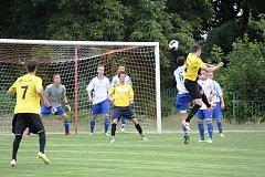 SK Ervěnice Jirkov (ve žlutém) v prvním přípravném utkání doma těsně podlehli Srbicícm