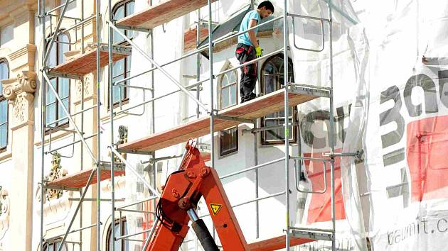 Oprava radniční veže v Kadani.