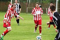Týmy Otvic (v červeném) i Droužkovic čekají v letošní sezoně i mužstva z Mostecka.