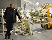 Mezi létajícími talíři zapózoval generální ředitel firmy Thun Vlastimil Argman