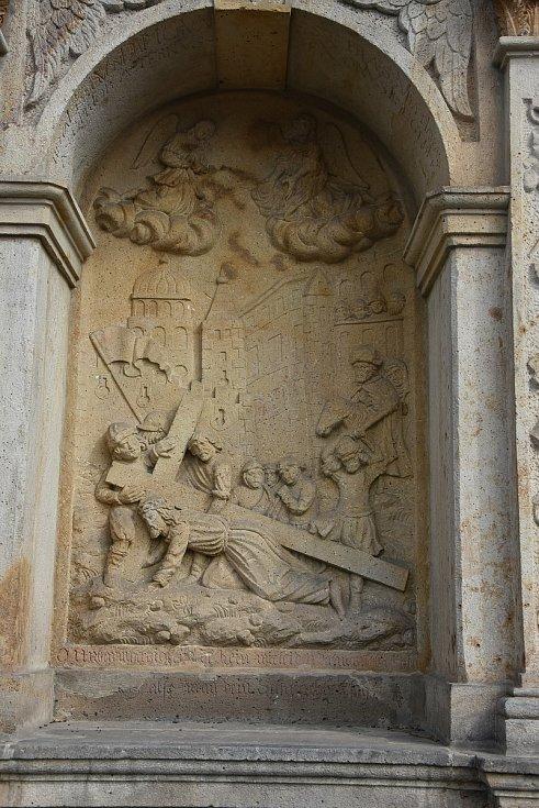 Detail sedmého a posledního zastavení křížové cesty v Kadani.