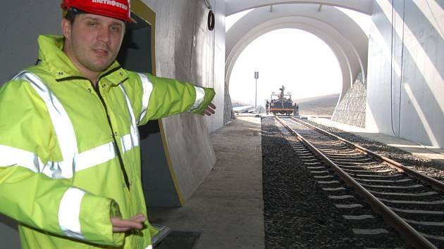 Vnitřek dosud nejdelšího železničního tunelu v ČR.