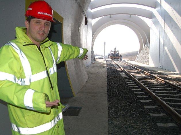 Vnitřek dosud nejdelšího železničního tunelu vČR.