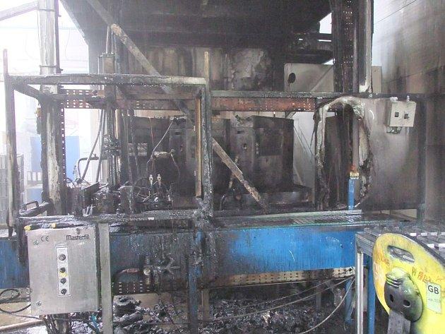 Linka zničená požárem.