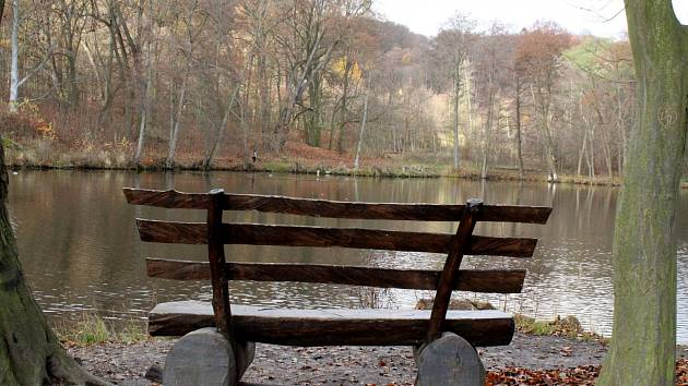 Park u zámku Červený Hrádek.