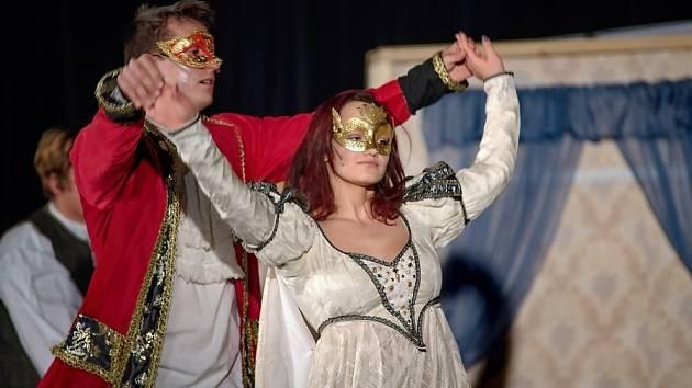 V sobotu 16. října od 16.00 uvede Divadlo NaOko Chomutov svou autorskou verzi pohádky Popelka.