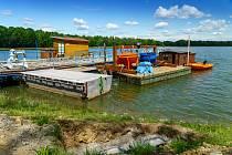 Rekonstrukce chomutovského vodního vleku na Velkém otvickém rybníku - Bandě se blíží do finále a vstoupila do posledního měsíce svých prací. Otevření je naplánováno na začátek července.