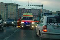 Jirkováka, který chtěl spáchat sebevraždu, odvezla sanitka.