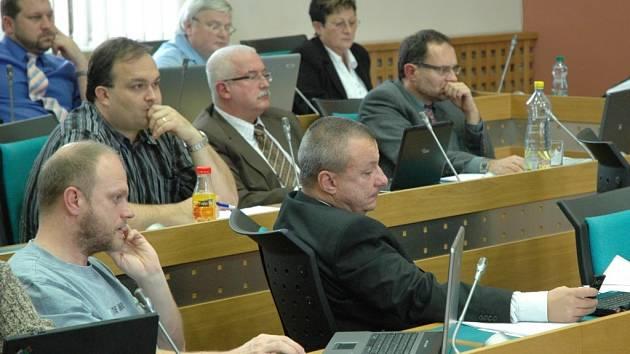 Snímek ze zasedání zastupitelstva v Chomutově.