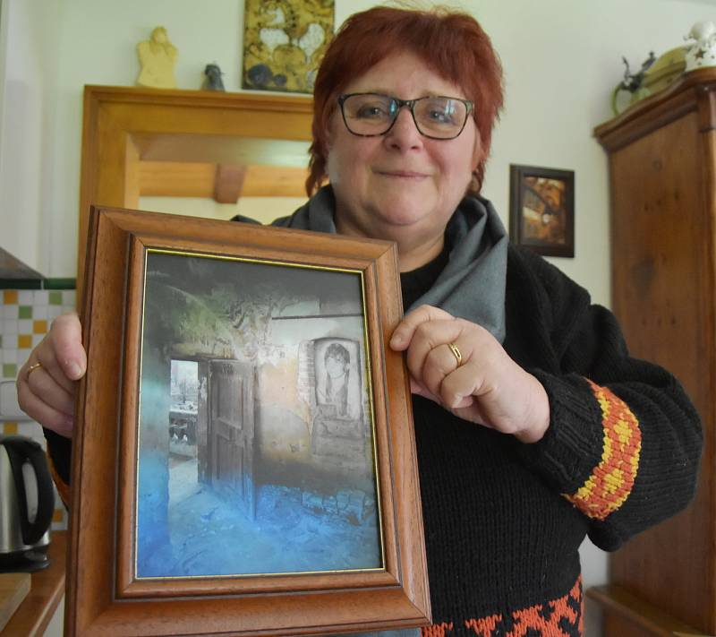 Eva Francová s uměleckou fotografií, kterou vytvořila pro svého muže.