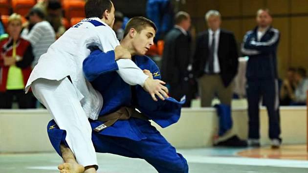 David Vopat (vpravo) získal pro Chomutov po deseti letech medaili na mistrovství mužů a žen.