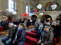 V Blatně u Chomutova se opravil vnitřek kostela. Při této příležitosti zapěl smíšený pěvecký sbor s pořadem vánočních koled.