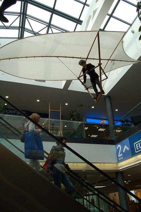 Výstava Aeronautica v obchodním centru Chomutovka.