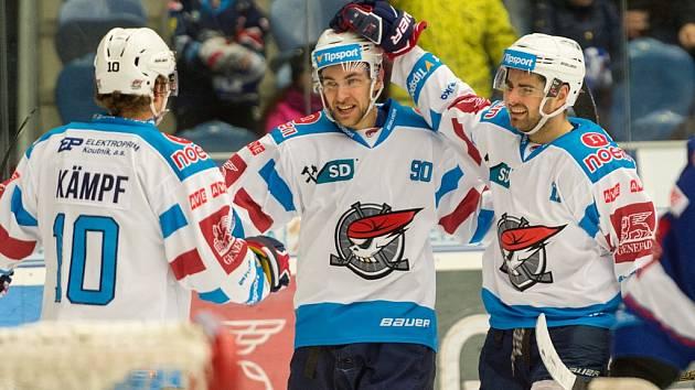 Jan Rutta (uprostřed) v dresu chomutovských Pirátů