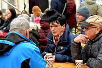 Adventní trhy v Chomutově a koncert v kostele sv. Kateřiny, kde vystoupil Pěvecký sbor Anonym.