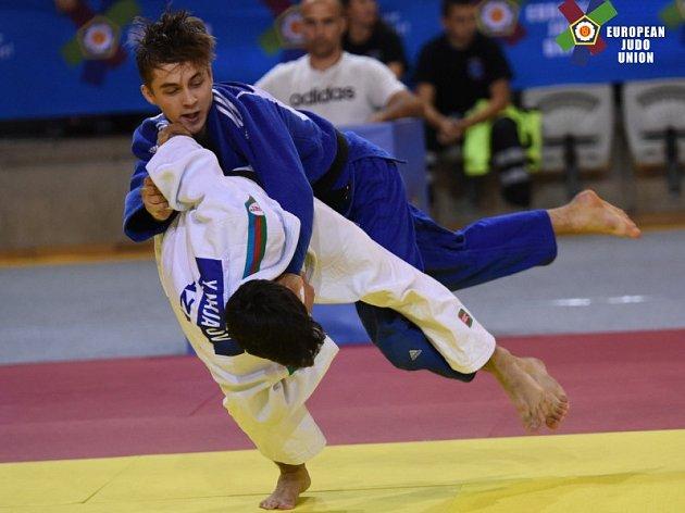 Judista David Vopat v akci v modrém kimonu