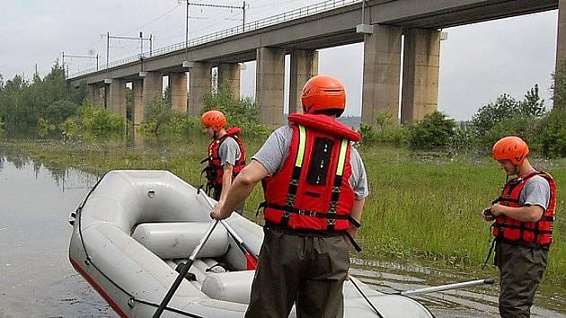 Železniční most přes Kyjickou přehradu na archivním snímku