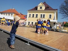 Májové slavnosti v Radonicích. Archivní foto