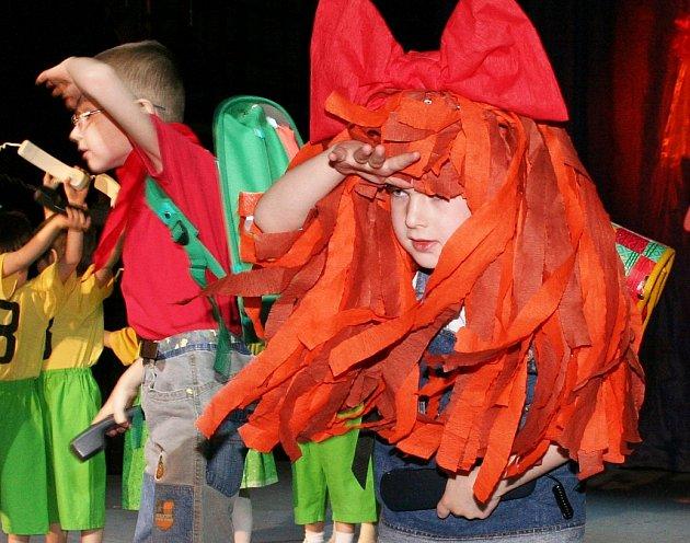 MACH A ŠEBESTOVÁ. Děti z mateřských školek předvádějí během Mateřinky nacvičená vystoupení. Na snímku z jednoho z předešlých ročníků se inspirovaly postavami z Večerníčku.