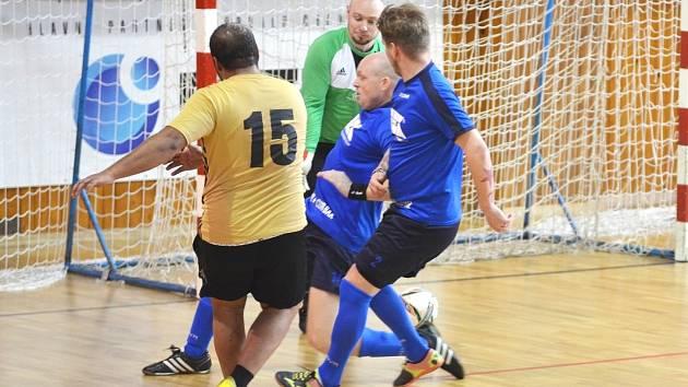 GÓL: Altryss Most (zelení) střílí týmu B.E.K třetí gól.