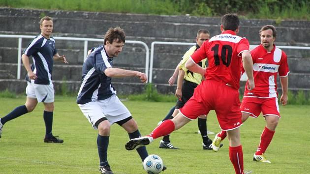 AFK Loko Chomutov (v modrém) - SK Bezděkov 1 : 0