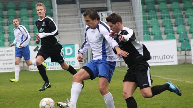 Okresní derby se odehrálo na Městském stadionu na Zadních Vinohradech.