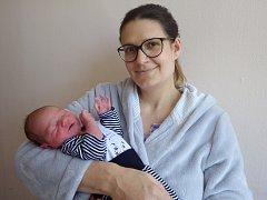 Viktor Šindelář se narodil 28. května 2017 v 5.04 hodin rodičům Pavlíně a Vítu Šindelářovým z Chomutova. Měřil 53 cm a vážil 3,6 kg.