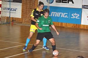 Baník Chomutov (zelení) zvládl vstup do sezony s přehledem.