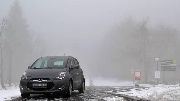 Křižovatka silnic na Horní Halži a Kovářskou, kde začíná běžkařská magistrála