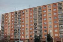 Pohled na Chomutov se během osmi let, kdy probíhala privatizace výrazně změnil. Z šedivých sídlišť jsou nyní pohodlnější, útulnější místa pro život. Vlastníci bytů totiž mohou sami rozhodovat, co se kdy opraví a jak bude jejich dům vypadat.