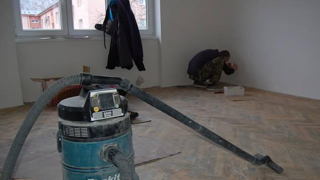 Chomutov opravuje vybydlené domy po soudně vystěhovaných lidech.